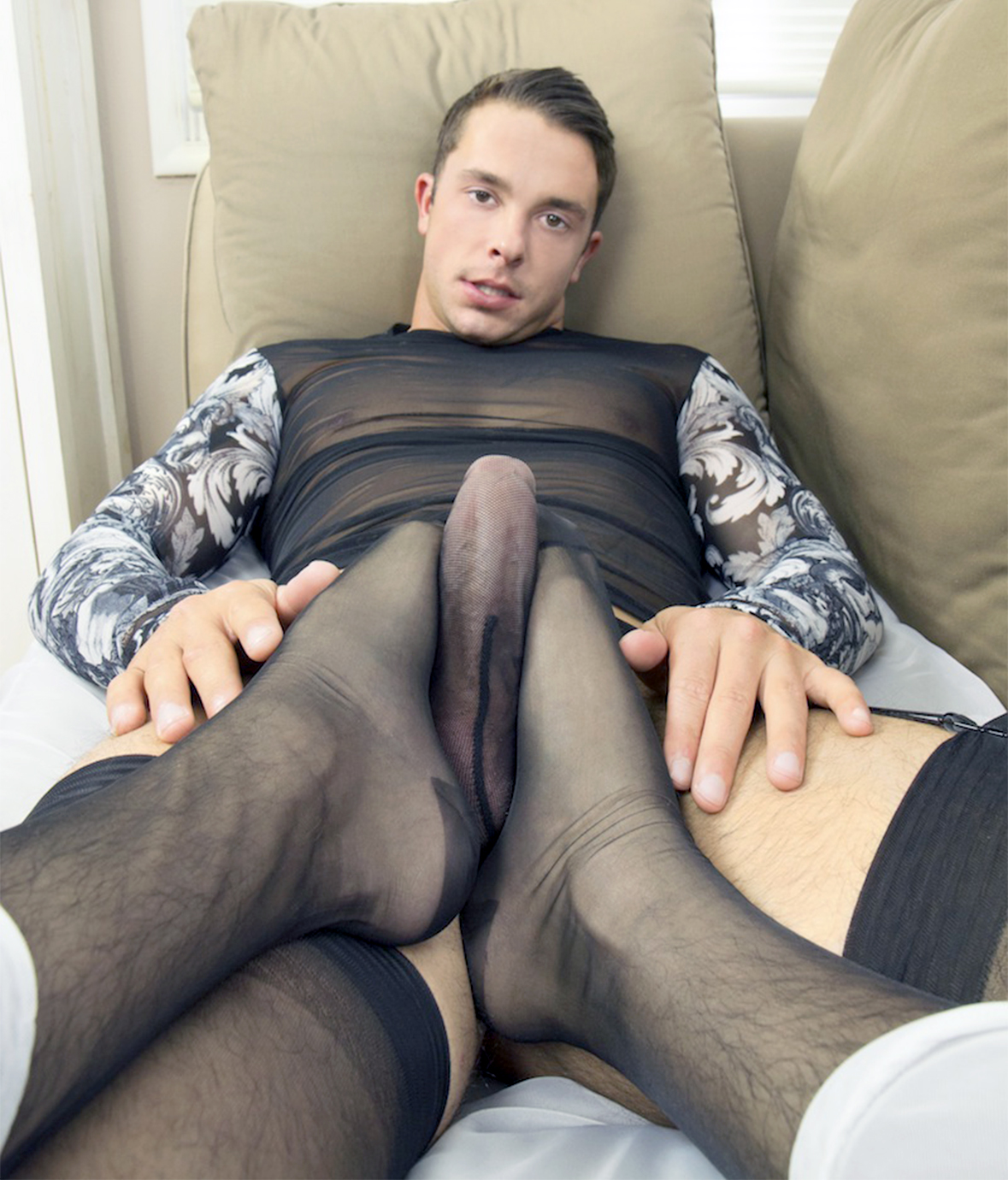 Men wearing nylon pantyhose