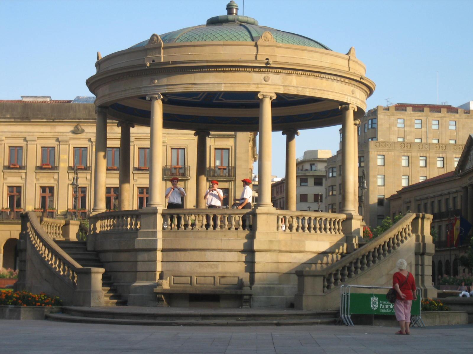 Pamplona un d a de agosto viajar - Pamplona centro historico ...