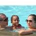 Jennifer López en un día de piscina con sus hijos y su novio Casper Smart