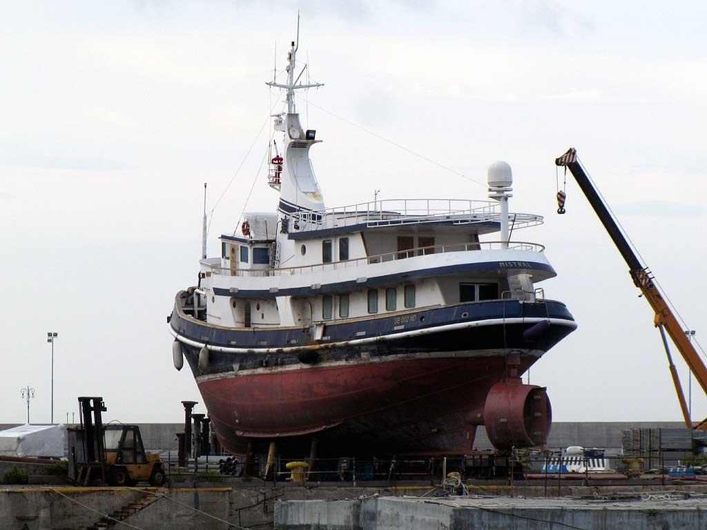 Benetti Mistral yacht, Carmelo Noli tugboat, Livorno