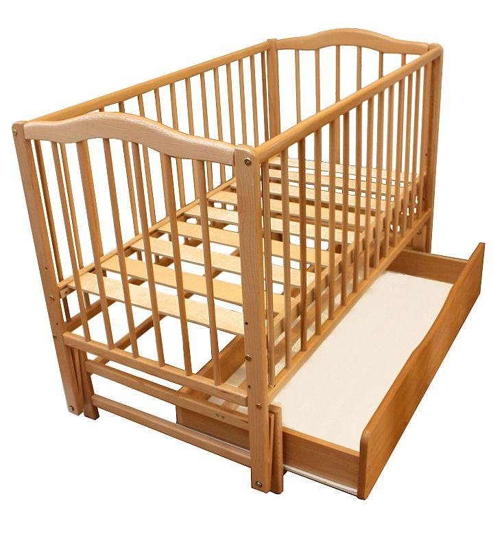 Детская кроватка раскачивается