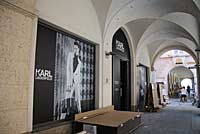 2. Karl Lagerfeld Store in München Neueröffnung am 05.09.2013 mit Damenmode, Accessoires, Tokidoki-Figuren