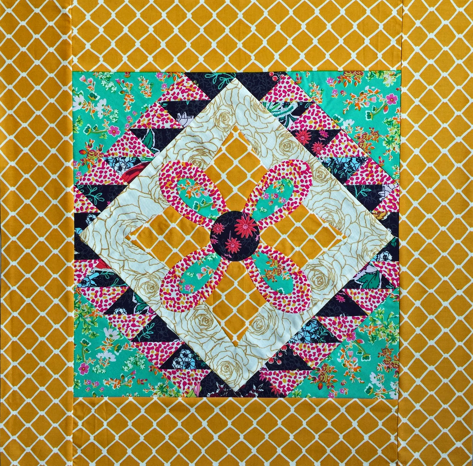 Diary Of A Quilt Maven Points And Petals Amp Priory Square