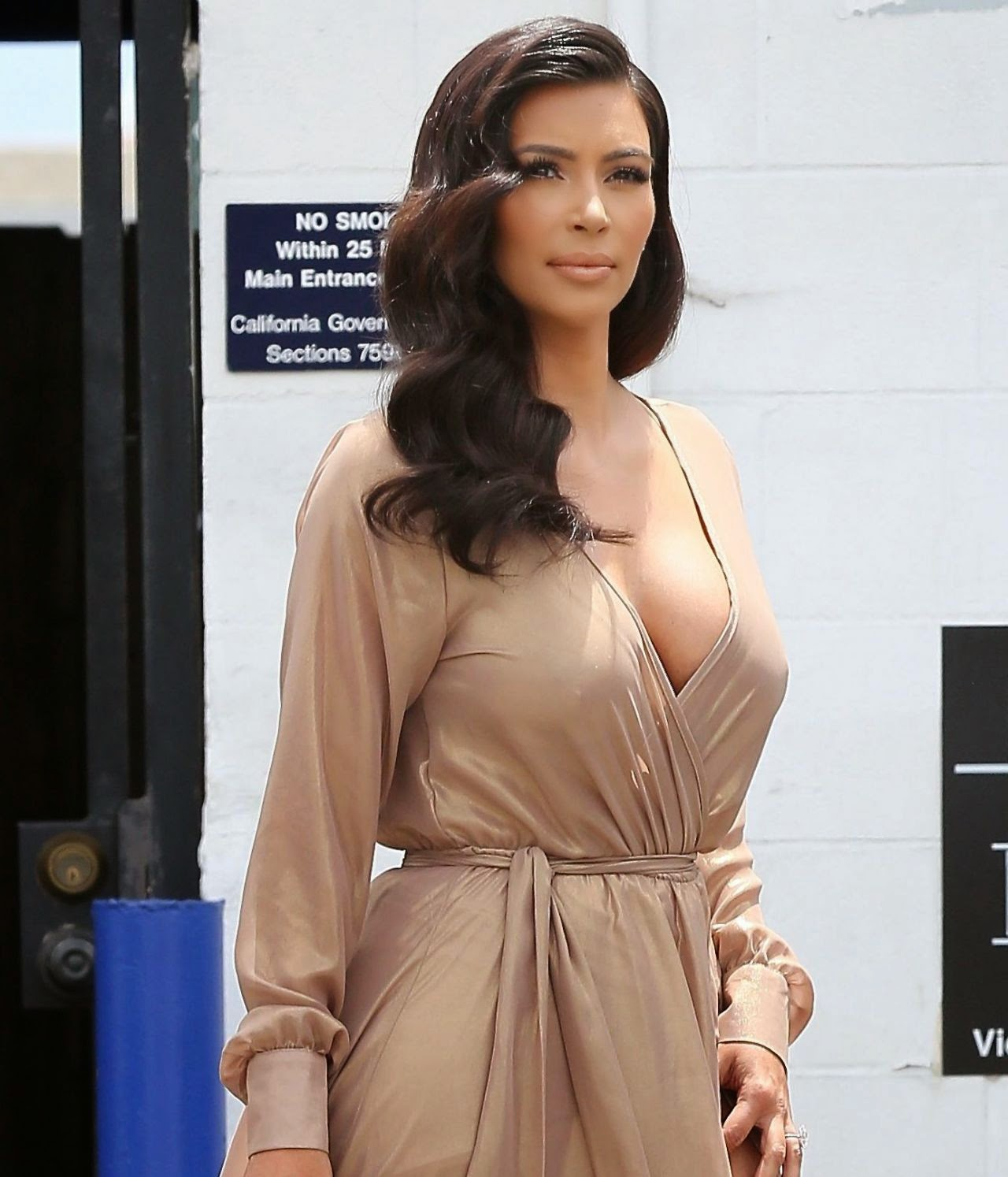Kim Kardashian Deep Big Cleavage HQ Photos August 2014