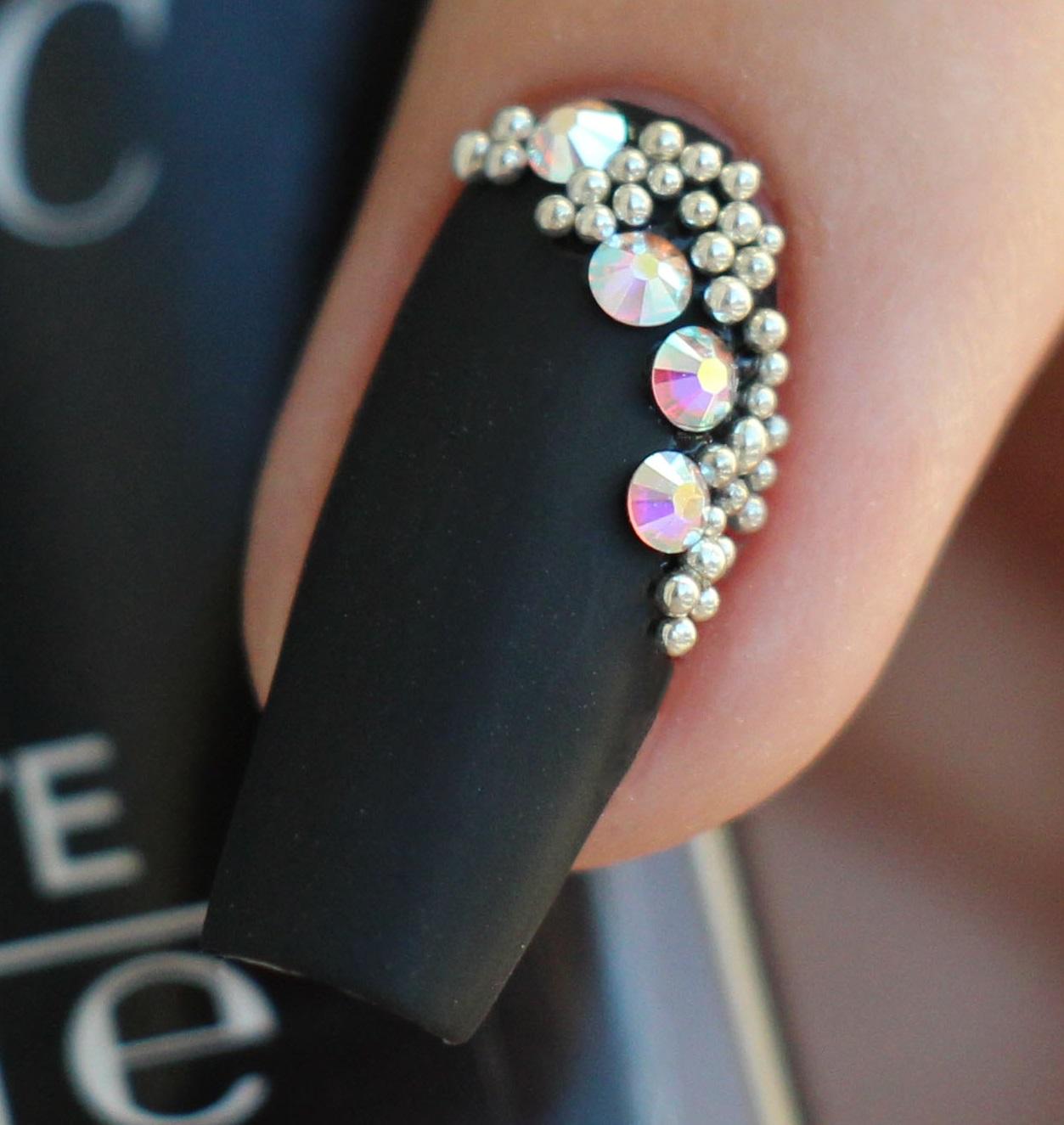 Если ногти не аккуратные, с заусенцами, ногти неправильной формы, то наш маникюр потеряет свое очарование.