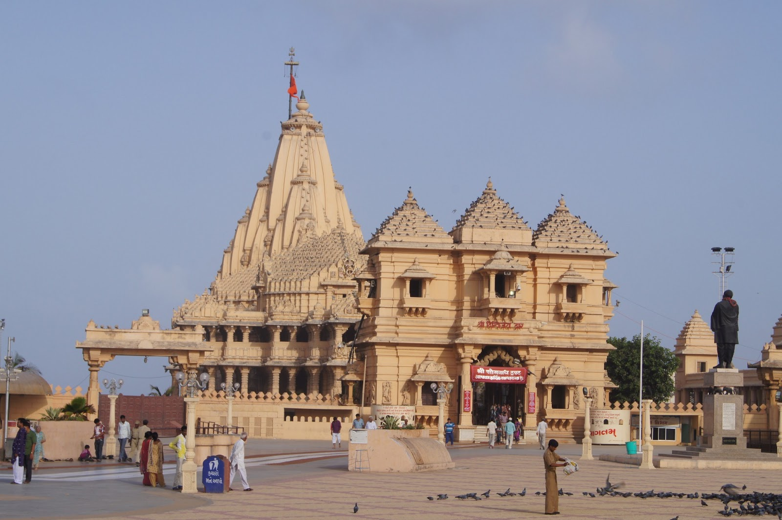 somnath temple Get the detailed information on somnath tourism: history of somnath temple, places to visiting, somnath temple darshan timing,how to reach somnath temple etc.
