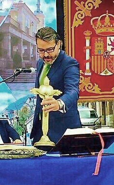 O novo prefeito de Brunete só jurou quando repuseram a Cruz