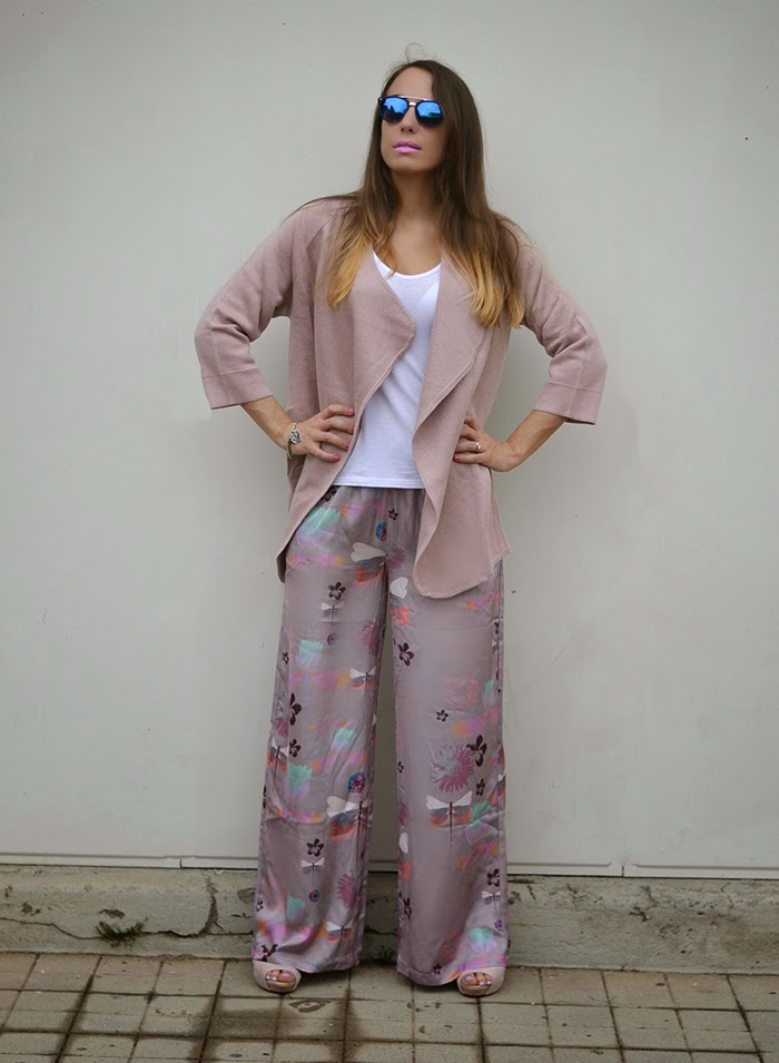 cardigan rosa cipria pantaloni palazzo