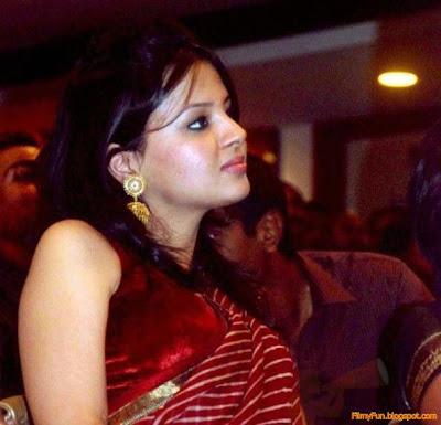 sakshi_rawat_looking_nice_FilmyFun.blogspot.com