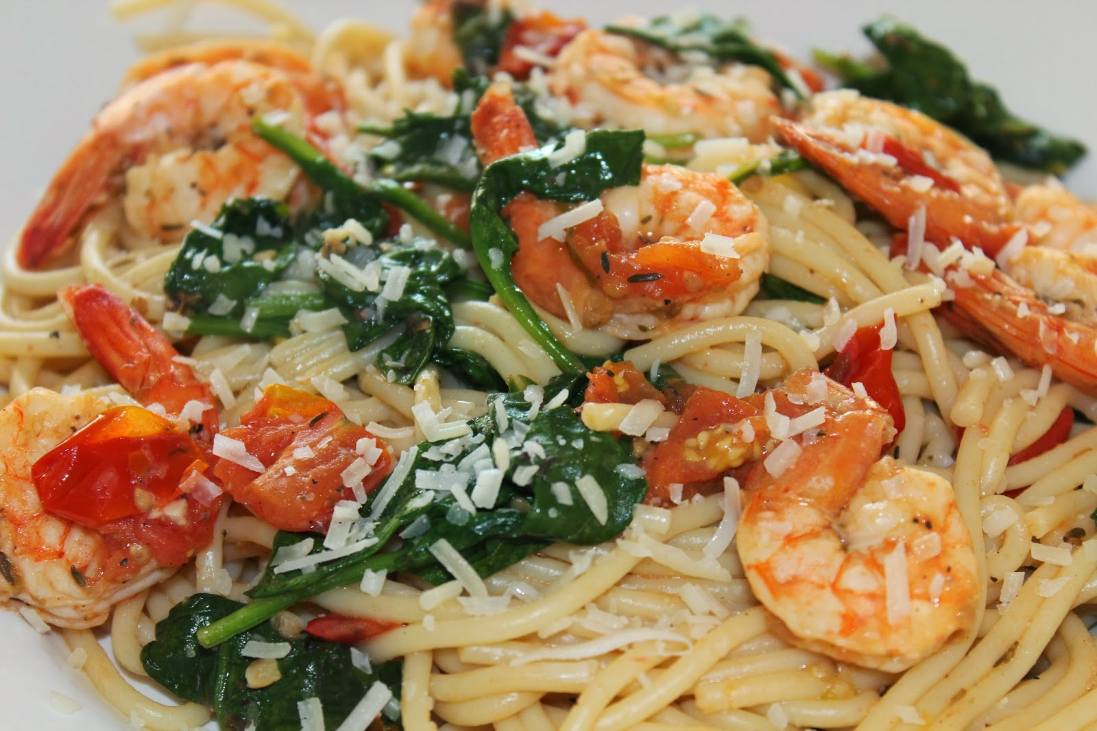 Delicious Edibles: Shrimp Pasta with Tomatoes, Lemon and Spinach