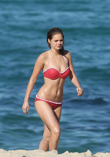 Samara Weaving Hot In Red Bikini On A Beach In Sydney  14 Pics