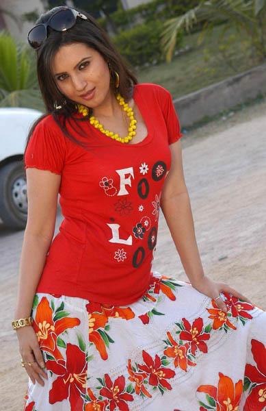 Ista sakhi movie heroine anu smruthi stills5