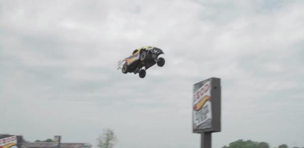 Hot Wheels Tanner Foust record du monde du saut le plus long en voiture