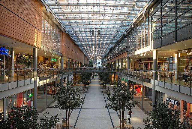 mua sắm tại các trung tâm lớn