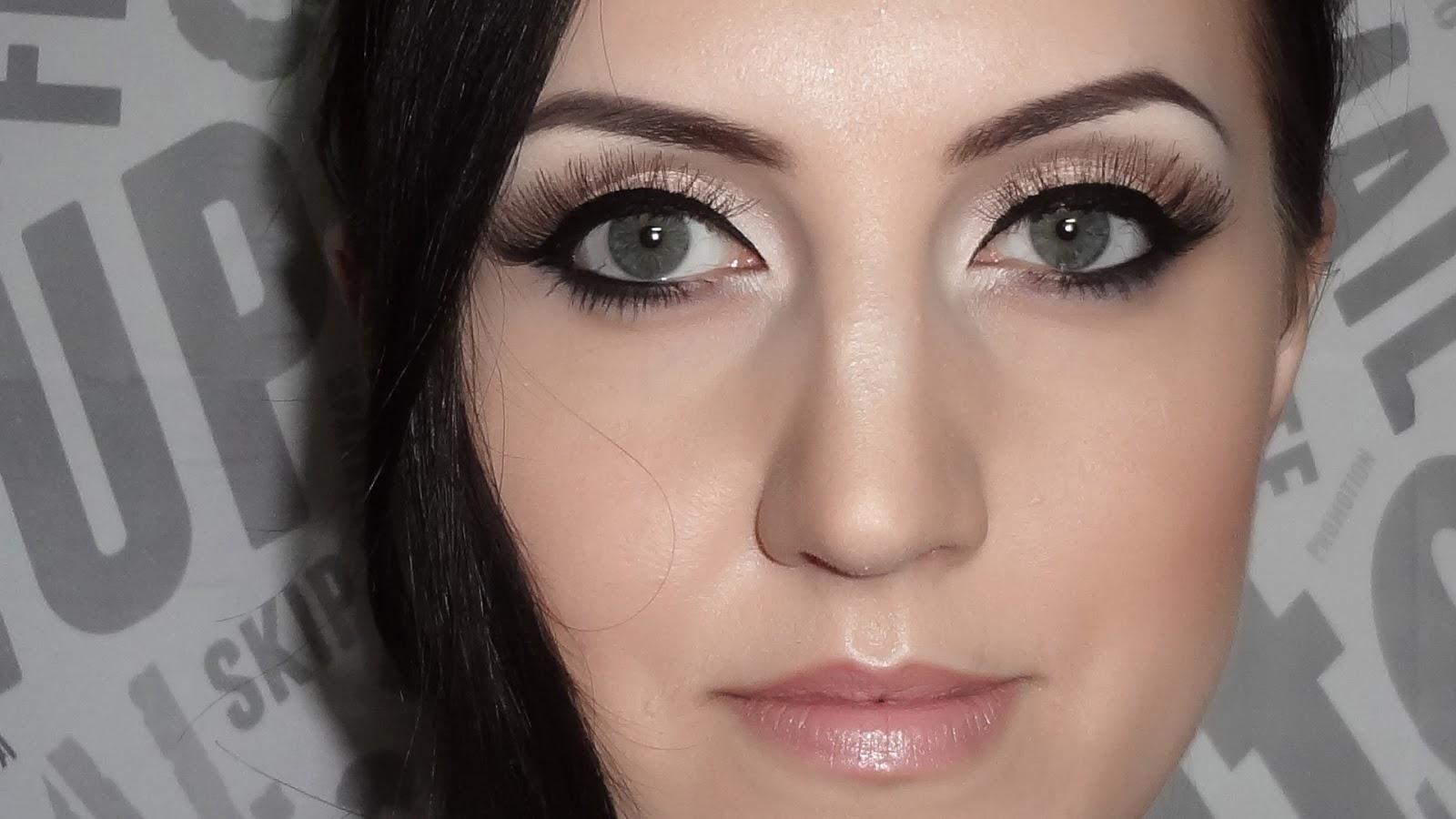 http://1.bp.blogspot.com/-pGr3Dd34QXs/US53EYxxyyI/AAAAAAAAC4s/wIBoKRirRWc/s1600/Adele+makeup.jpg