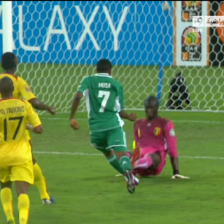 لحظة تسجيل موسي الهدف الرابع للنسور  مالي 0 - 4 نيجيريا  تعليق : رؤوف خليف