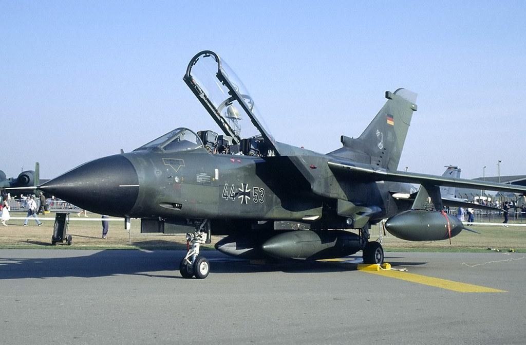 http://1.bp.blogspot.com/-pH5xyRzQZHI/Tom5T6FoNiI/AAAAAAAALnc/T5bi3zL4itg/s1600/tornado-ecr-upper-heyford-1991.jpg