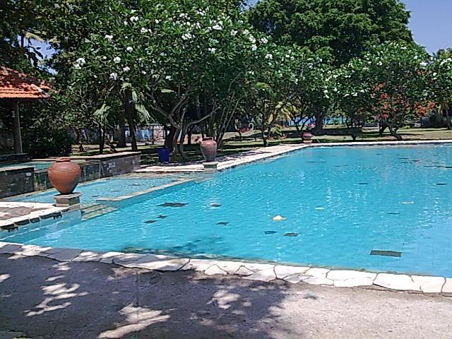 salah satu kolam renang villa mambruk