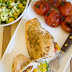 Piersi z kurczaka faszerowane pesto,  kabanosami i papryką