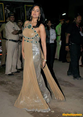 Sameera Reddy arrives for the Filmfare Awards at Yash Raj Studio Mumbai_FilmyFun.blogspot.com