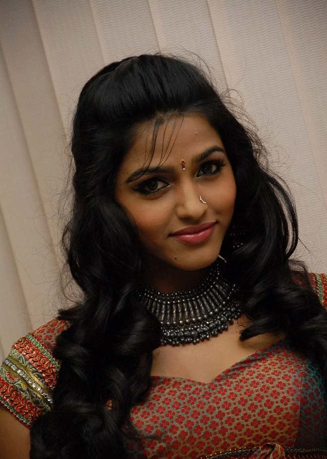 Dhansika Latest Hot Navel Stills 1 Heartwarming Tamil Actress Dhanshika Photo Gallery
