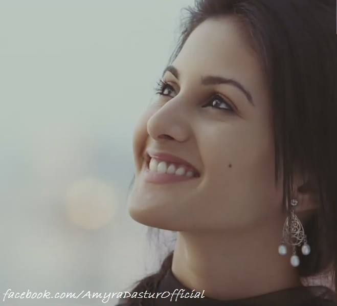 Amyra Dastur Hot Wallpapers | issaq movie actress
