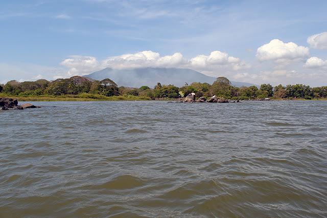 Le volcan Mombacho lors d'une sortie en kayak sur le lac Nicaragua