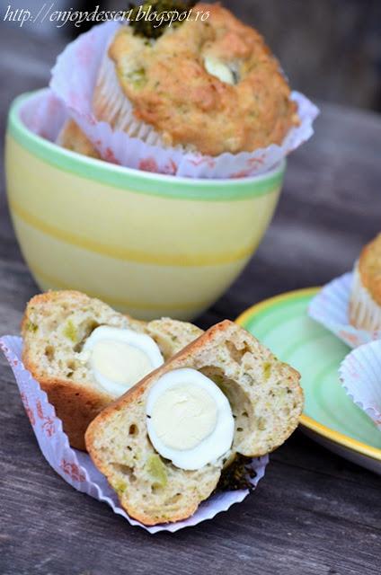 Briose aperitiv cu brocolli si oua de prepelita