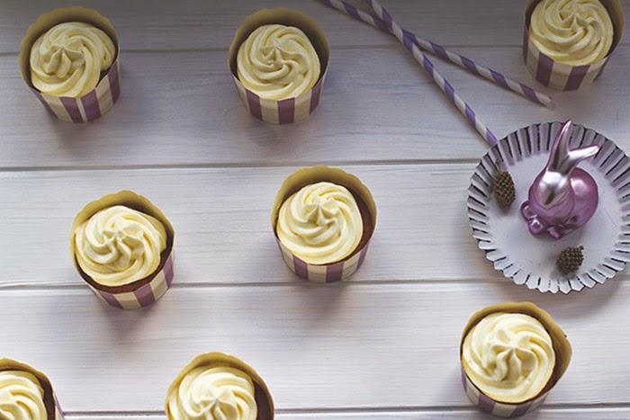 frisch gebackene Cupcakes mit Möhren und Frischkäse-Frosting