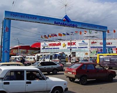 В Харькове горит знаменитый рынок Барабашово.