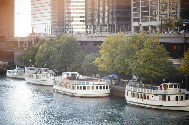 picture of boats along the Chicago River