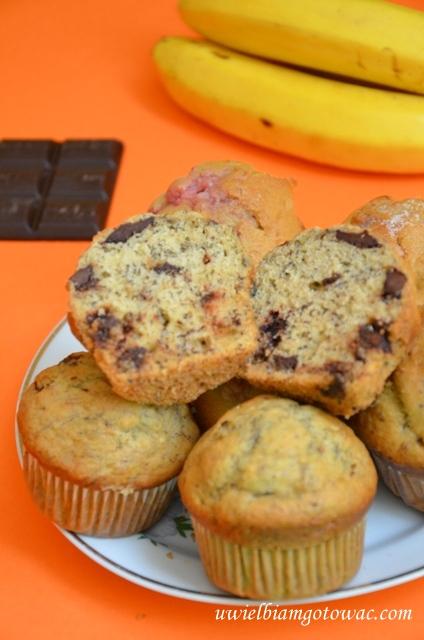 Muffinki z bananami i czekoladą