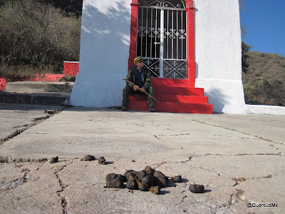 Al pié de la cruz de Ixtahuacán de los Membrillos