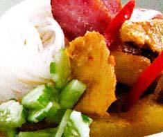 ขนมจีนแกงกะหรี่หมูแบบเยาวราช