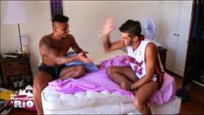 Julien annonce à Antonin qu'il veut demander Jess en fiançailles