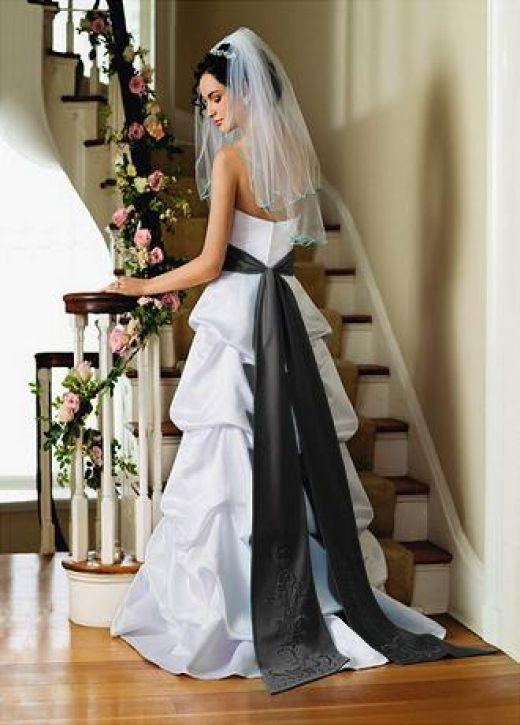 robes de mariage robes de soir e et d coration la robe de mari e blanche et noire. Black Bedroom Furniture Sets. Home Design Ideas