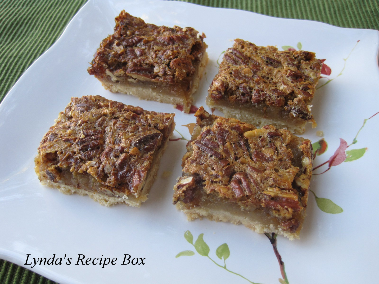 Lynda's Recipe Box: Pecan Pie Bars