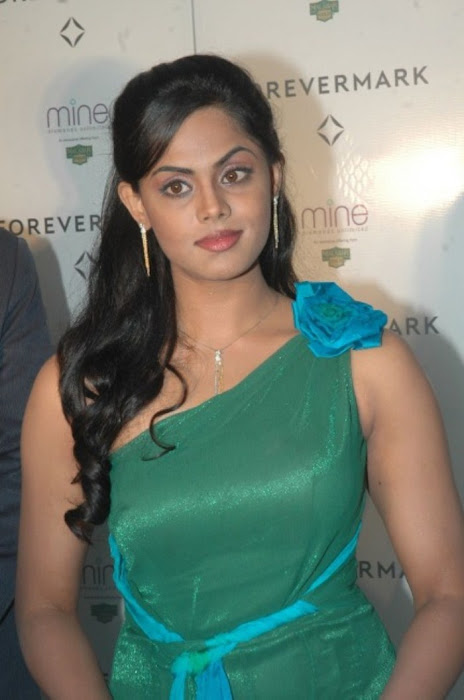 karthika nair from malabar diamond gold shop photo gallery