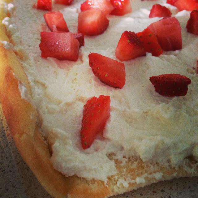 biscuits roulé, génoise, crème, vanille, mascarpone, fraises