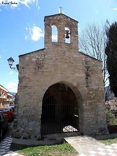 Façana de la capella de la Pietat amb el campanar de cadireta. Autor: Ricard Badia