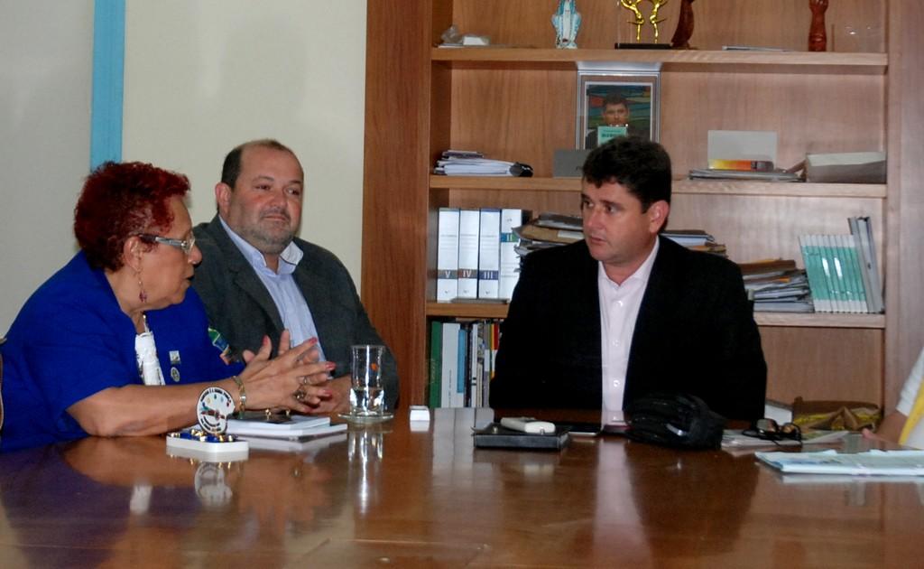 Prefeito Arlei recebe a Governadora do Lions Club e comitiva em seu gabinete: parceria para projetos sociais é mantida