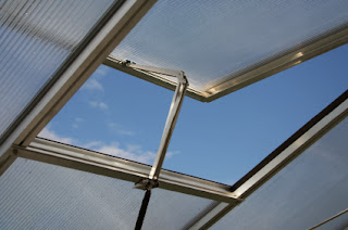 Manual Polycarbonate Greenhouse Window and Vent Opener Picture