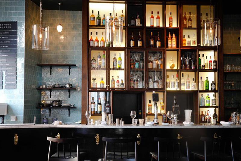 Los 27 mejores dise os de interiores de bares y - Barras de bar rusticas ...