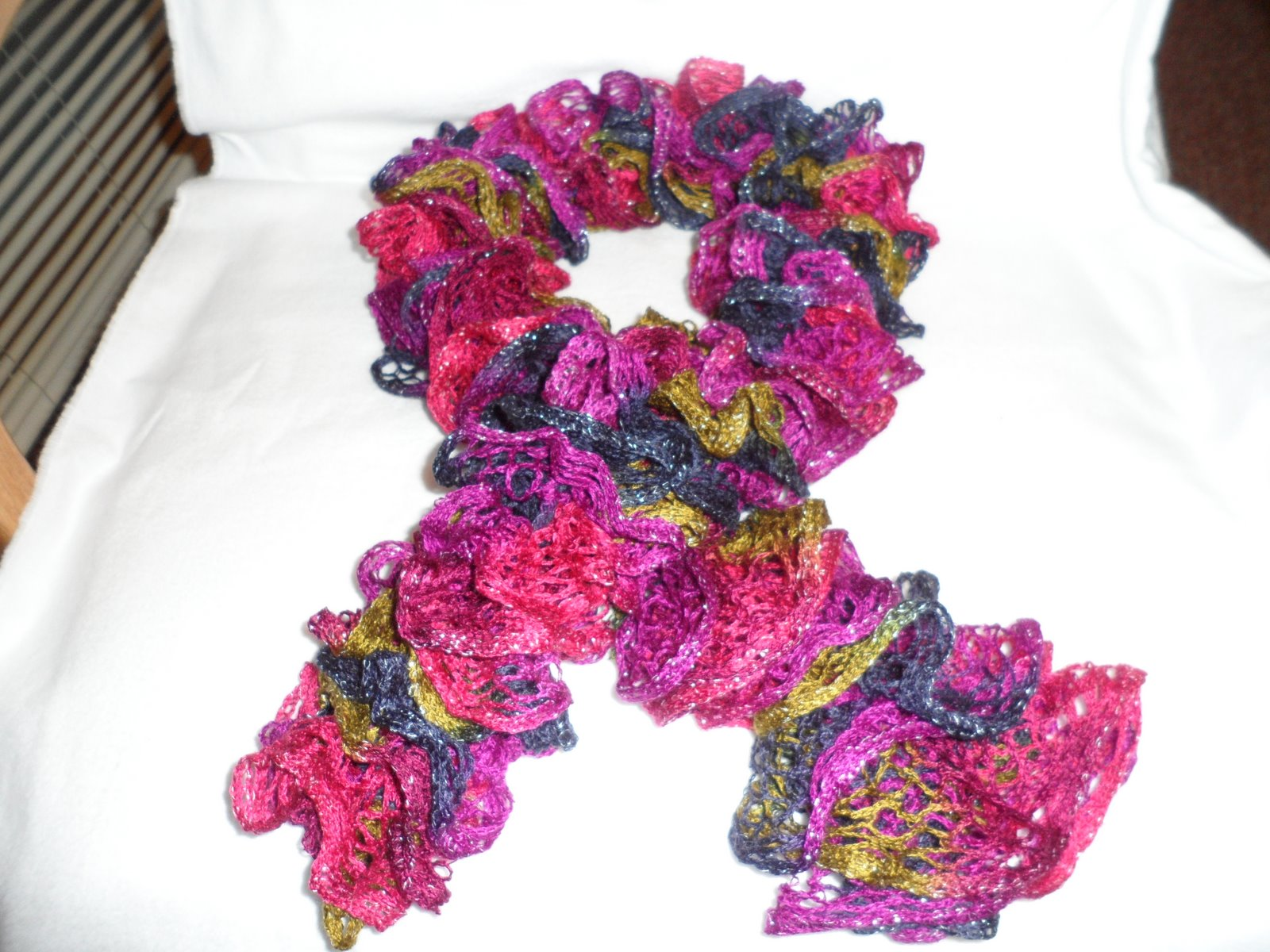 Free Ruffle Yarn Crochet Patterns : Easy Crochet Pattern: Ruffled Scarf