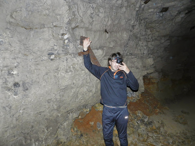 "Кандалы внутри ""Зомби пещеры"""