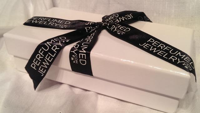 The perfumed jewellery packaging