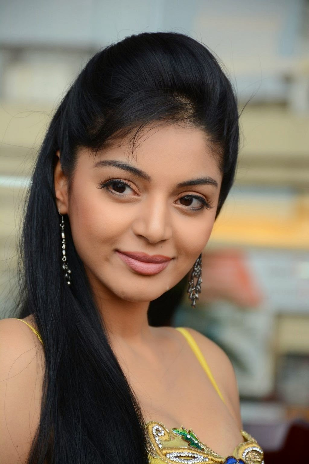 Sanam Shetty New latest Cute Photos