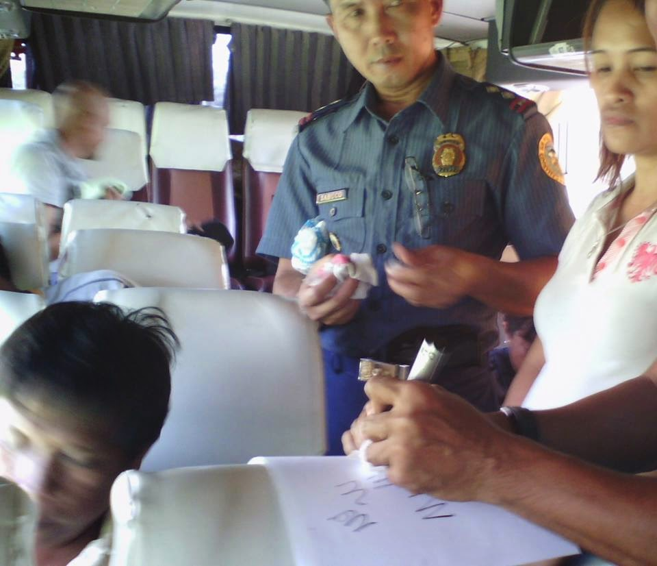 Police arrest lady drug courier aboard Raymond bus