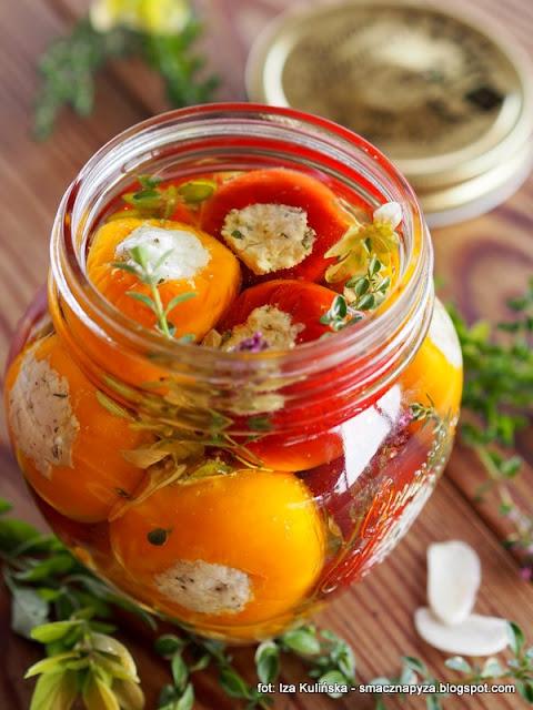 papryczki czereśniowe z fetą i ziołami w oleju , antipasto , feta , farsz , z ziołami , przekąski , przekąska , na imprezę , moja spiżarnia , w oliwie , oliwa , olej , ser grecki , zioła , ser solankowy
