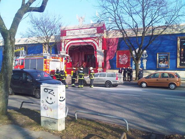 Autobrand - Feuerwehr räumt auf - Fliegende Bauten - Heiligen-Geist-Feld